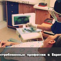 Доктор во время осмотра пациента.